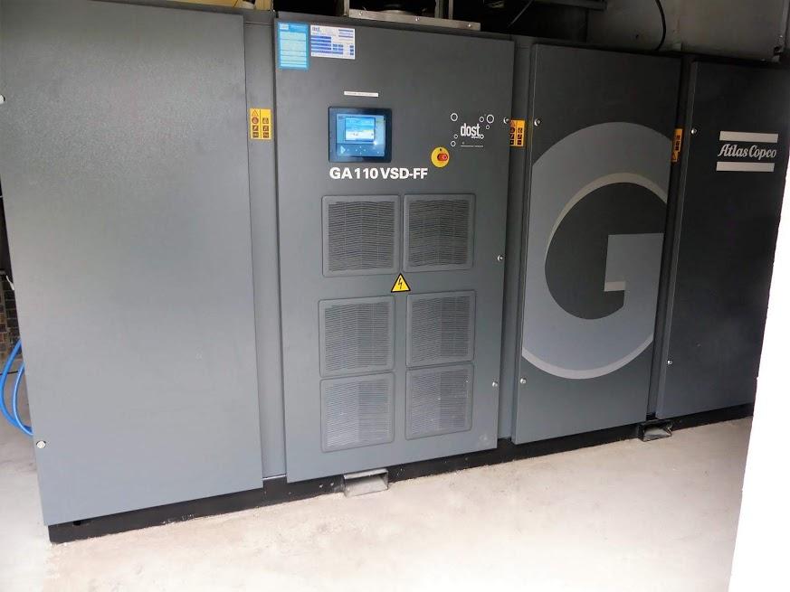 تصویری از کمپرسور اسکرو برقی GA 110، مجهز به درایر و تانک ذخیره هوای فشرده که اصطلاحا فول فیچر شناخته می شوند.