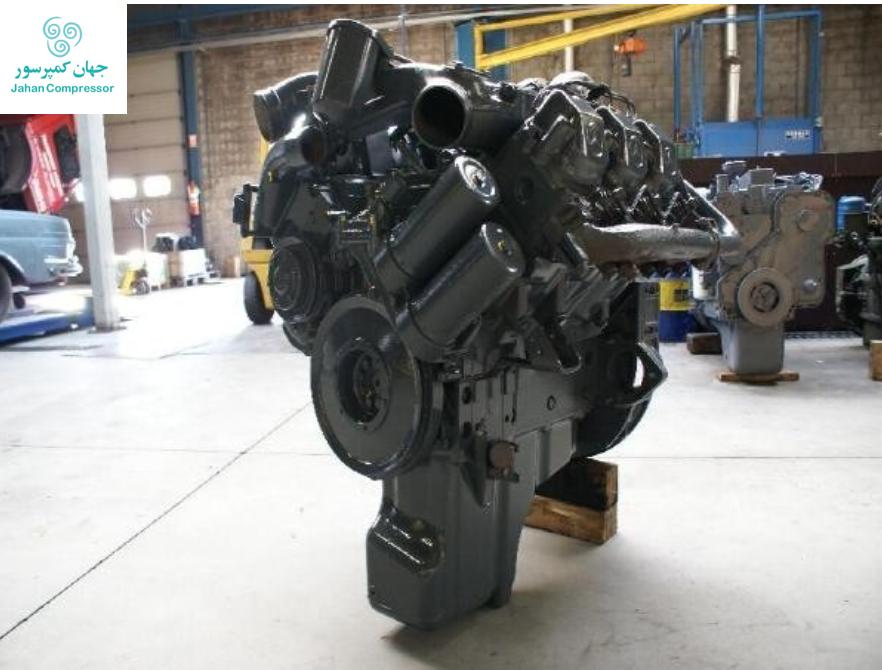 تصویری از موتور دیزل مرسدس بنز که بر روی کمپرسور اسکرو اطلس سوار شده است.